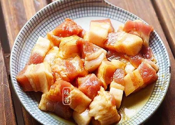 Thịt lợn nấu kiểu này chồng con ăn đến giọt nước sốt cuối cùng - Ảnh 2