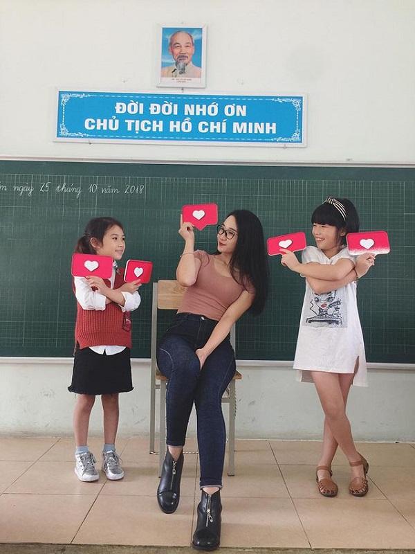 """Ngẩn ngơ ngắm nhan sắc 5 cô giáo """"xinh nhất Việt Nam"""" - Ảnh 2"""