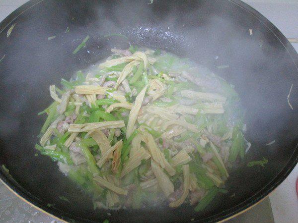 Chỉ 4 bước đơn giản có ngay món thịt heo xào ngon miễn bàn - Ảnh 4