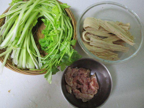 Chỉ 4 bước đơn giản có ngay món thịt heo xào ngon miễn bàn - Ảnh 1