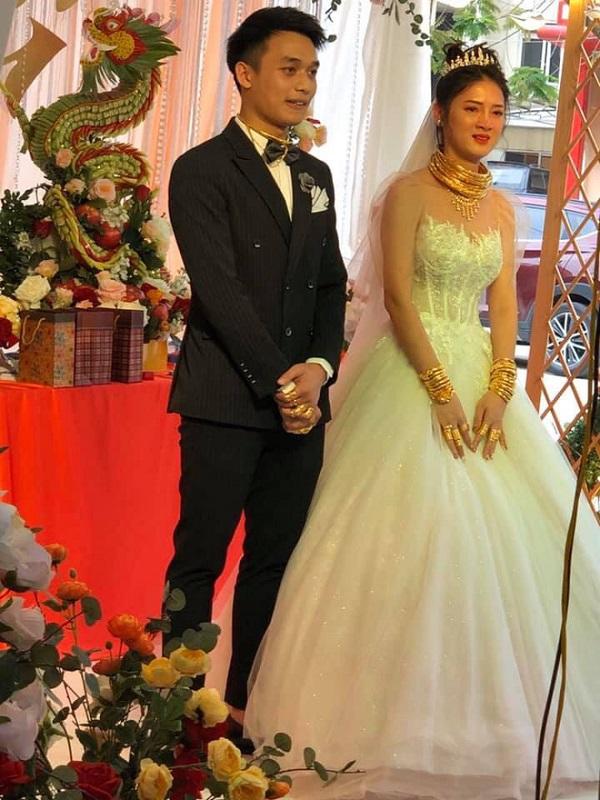 """Hé lộ danh tính cô dâu đeo vàng """"trĩu cổ"""" trong đám cưới gây xôn xao ở Cao Bằng - Ảnh 2"""
