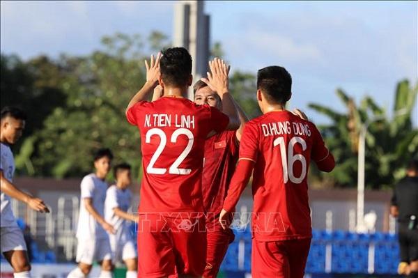 """HLV Lào thừa nhận Việt Nam """"xứng đáng thắng"""" - Ảnh 1"""