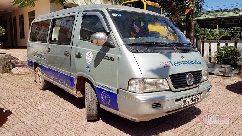Xe đưa đón làm 2 học sinh rơi xuống đường ở Đồng Nai đã hết hạn kiểm định - Ảnh 1