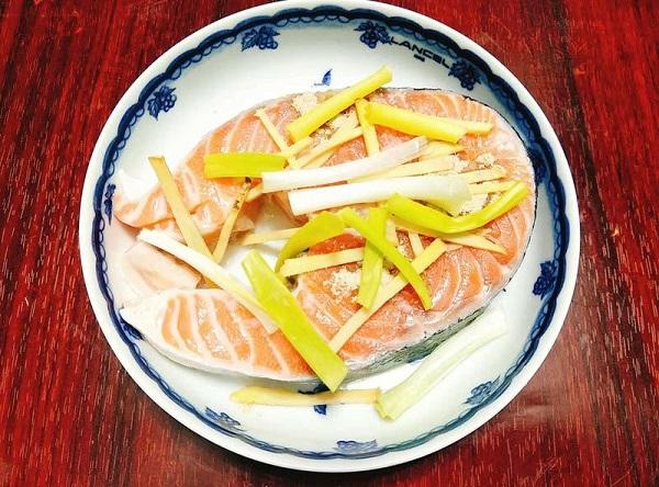 Ghét cay ghét đắng món cá hồi, nhưng chế biến theo cách này bé ăn hoài không chán - Ảnh 3