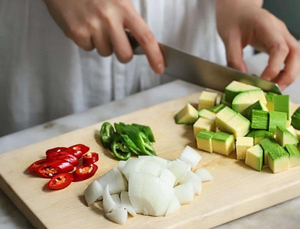 Học người Hàn nấu món canh thịt, không ngờ cả nhà mê tít - Ảnh 2