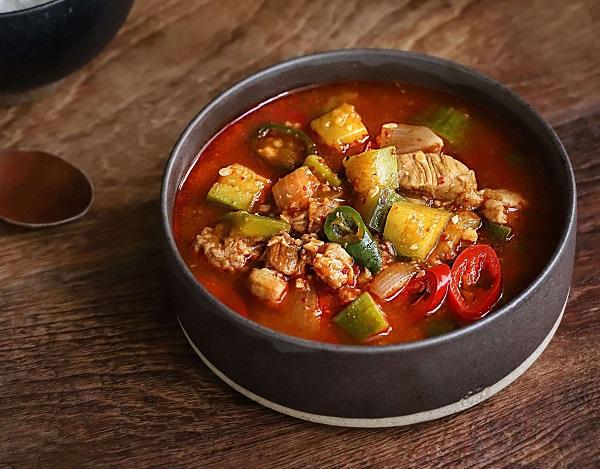 Học người Hàn nấu món canh thịt, không ngờ cả nhà mê tít - Ảnh 6
