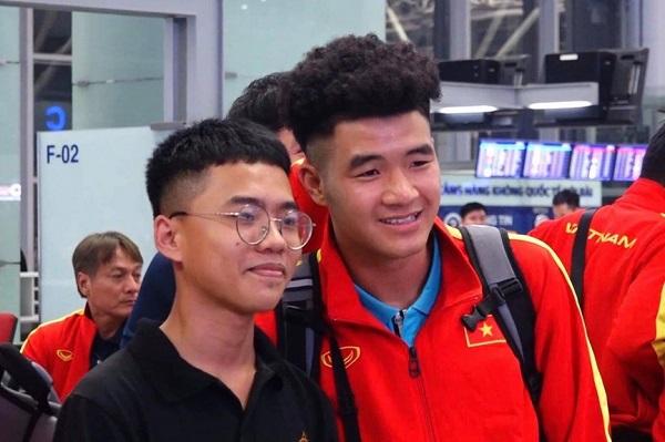 Nửa đêm, các tuyển thủ U23 Việt Nam lỉnh kỉnh xách hành lý sang Hàn Quốc tập huấn - Ảnh 3