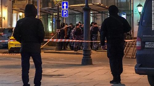 Nổ súng gần trụ sở an ninh FSB của Nga, ít nhất 6 người thương vong - Ảnh 1