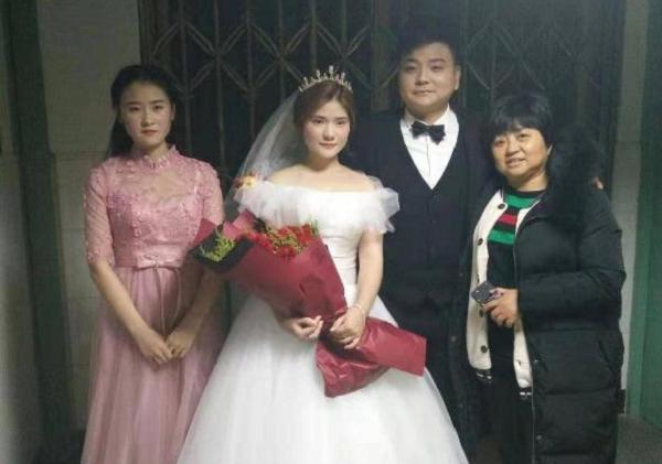 Đám cưới của đôi trẻ trong phòng điều trị đặc biệt và câu chuyện xúc động lòng người - Ảnh 2
