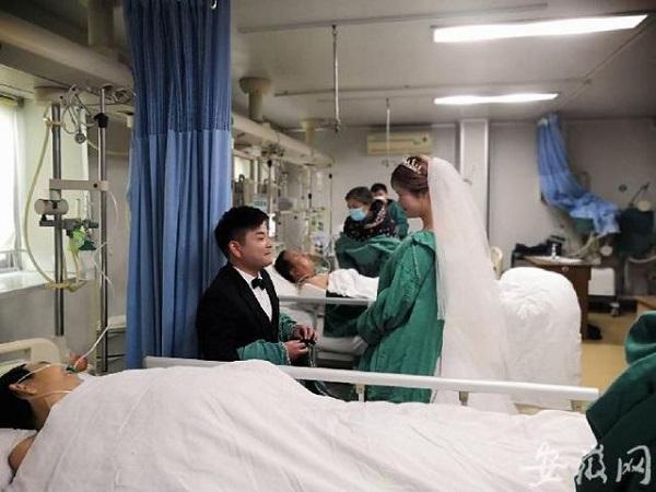 Đám cưới của đôi trẻ trong phòng điều trị đặc biệt và câu chuyện xúc động lòng người - Ảnh 1