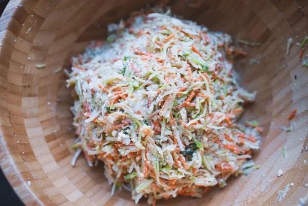 Mẹ khéo tay vào bếp làm món bánh rau củ cực ngon khiến bé thích mê - Ảnh 4