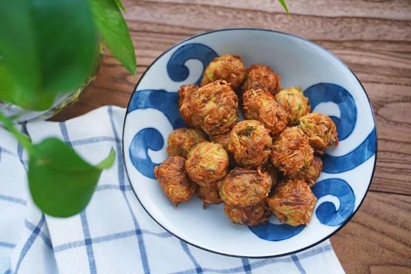 Mẹ khéo tay vào bếp làm món bánh rau củ cực ngon khiến bé thích mê - Ảnh 6