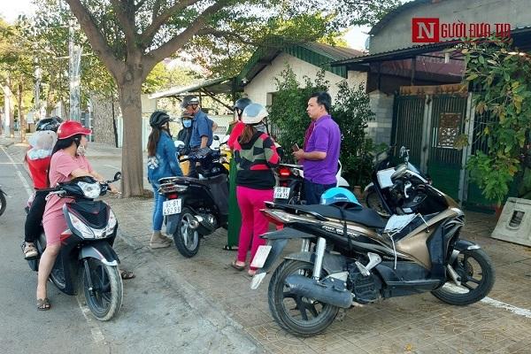 """Vụ học sinh bị đánh đập, miệt thị trong một lớp dạy kèm tại Ninh Thuận: Phụ huynh """"vây"""" cơ sở - Ảnh 1"""