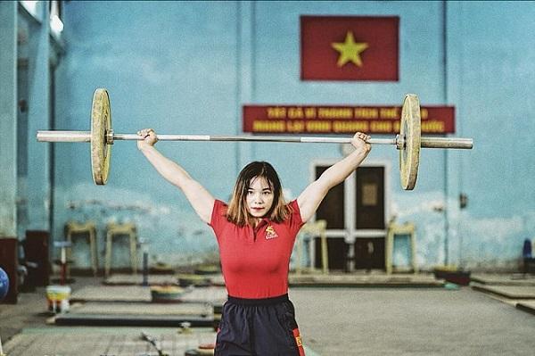 """""""Ngẩn ngơ"""" trước vẻ đẹp tựa hot girl của cô gái cử tạ Việt làm náo loạn Sea Games 30 - Ảnh 2"""