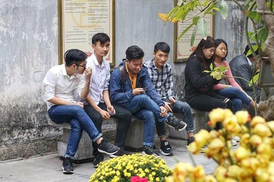 """Lễ tình nhân 14/2, nam nữ kéo nhau tới chùa Hà cầu duyên mong """"thoát ế"""" - Ảnh 2"""
