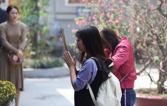 """Lễ tình nhân 14/2, nam nữ kéo nhau tới chùa Hà cầu duyên mong """"thoát ế"""" - Ảnh 4"""
