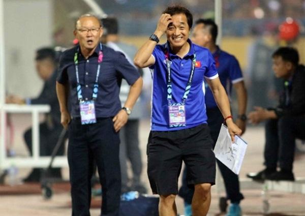 Thầy Park muốn nhường ghế cho trợ lý Lee Young Jin dẫn dắt U22 Việt Nam - Ảnh 1