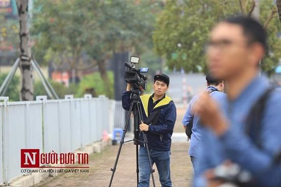 """Theo chân các phóng viên """"săn tin"""" trước thềm Hội nghị thượng đỉnh Mỹ - Triều - Ảnh 3"""