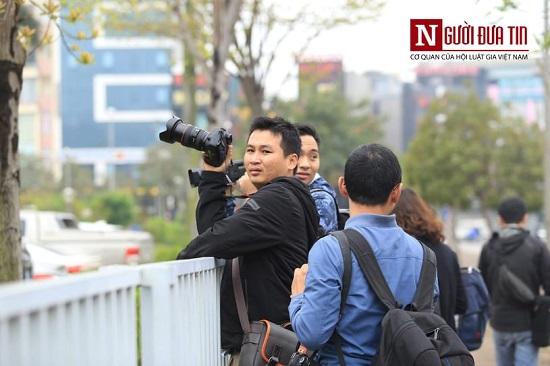 """Theo chân các phóng viên """"săn tin"""" trước thềm Hội nghị thượng đỉnh Mỹ - Triều - Ảnh 7"""