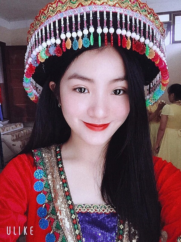 Hé lộ thông tin về nữ sinh mặc áo dài trắng tặng hoa cho ông Kim Jong-un - Ảnh 3