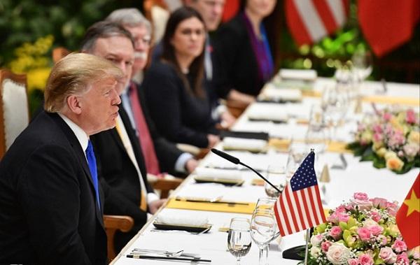 Thực đơn bữa trưa đầu tiên của ông Trump tại Việt Nam có gì đặc biệt? - Ảnh 1