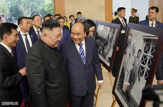 Thủ tướng Chính phủ Nguyễn Xuân Phúc tiếp Chủ tịch Kim Jong Un - Ảnh 5