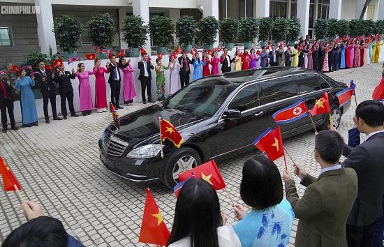 Thủ tướng Chính phủ Nguyễn Xuân Phúc tiếp Chủ tịch Kim Jong Un - Ảnh 11