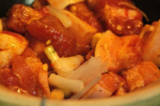 Món ngon mỗi ngày: Thịt ba chỉ kho ngũ vị hương thơm nức mũi - Ảnh 2