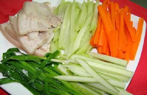 Món ngon mỗi ngày: Thịt ba chỉ cuộn rau đơn giản cho đấng mày râu vào bếp ngày 8/3 - Ảnh 1