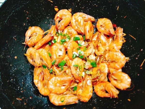 Món ngon mỗi ngày: Tôm xào sả ớt giòn cay hấp dẫn cho bữa tối - Ảnh 5