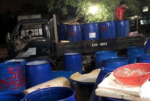 """Phát hiện gần 2 tấn ngó sen, hoa chuối bào """"ngậm"""" hóa chất chuẩn bị tuồn ra thị trường - Ảnh 1"""