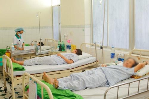14 du khách Lào nhập viện nghi do ngộ độc thực phẩm khi đang du lịch Đà Nẵng - Ảnh 1