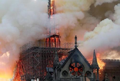 Cháy nhà thờ Đức Bà Paris: Nhiều câu hỏi được đặt ra - Ảnh 1