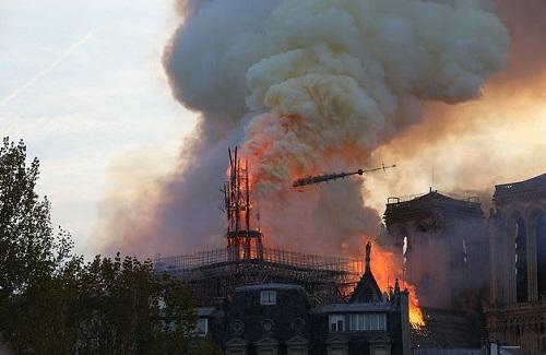 Sau hỏa hoạn kinh hoàng, Nhà thờ Đức Bà Paris có thể đóng cửa 5-6 năm  - Ảnh 1