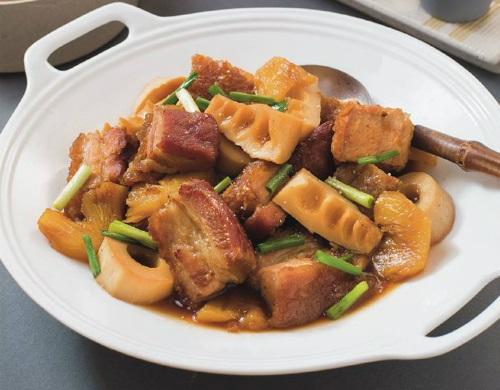 Món ngon mỗi ngày: Lạ miệng với thịt heo quay kho măng - Ảnh 4