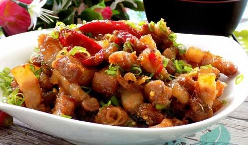 Món ngon mỗi ngày: Thịt rim mắm sả đậm đà, trôi cơm vô cùng - Ảnh 3