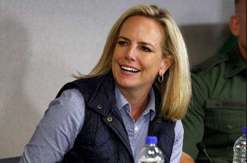 Nữ Bộ trưởng An ninh Nội địa Mỹ bất ngờ từ chức - Ảnh 1