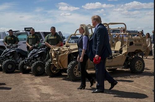 Nữ Bộ trưởng An ninh Nội địa Mỹ bất ngờ từ chức - Ảnh 2