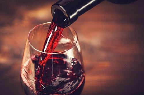 Uống 1 chai vang tăng nguy cơ mắc ung thư ngang hút 10 điếu thuốc  - Ảnh 1