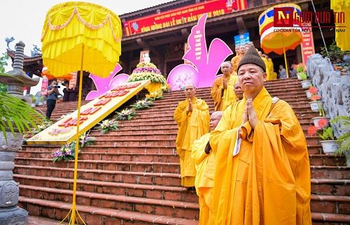 Hơn 400 xe rước hoa, tắm Phật mừng Đại lễ Phật đản Vesak 2019 - Ảnh 1