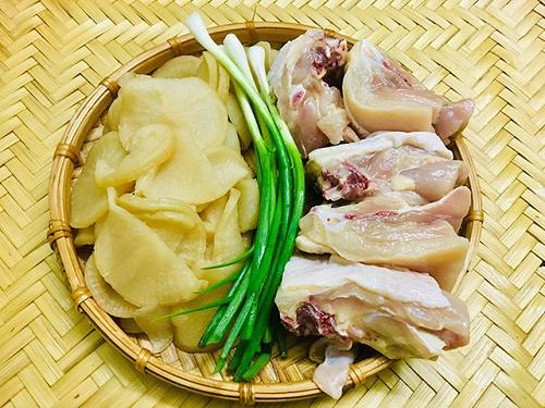 Món ngon mỗi ngày: Canh gà củ cải muối giải ngán sau kỳ nghỉ lễ - Ảnh 1