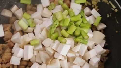 Món ngon mỗi ngày: Gà xào nấm đơn giản mà ngon cho bữa tối - Ảnh 4