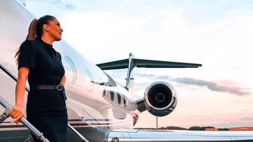 Hé lộ điều bí mật về những tiếp viên hàng không chuyên phục vụ giới nhà giàu - Ảnh 1