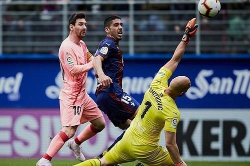 Messi lập cú đúp giúp Barca thoát trận thua hạ màn La Liga - Ảnh 1