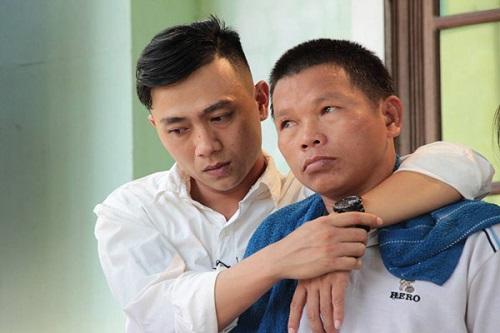 Cảm động vợ chồng nghèo ở Quảng Trị nuôi chàng trai ăn xin gần 30 năm - Ảnh 1