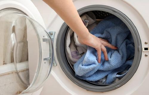 Cách dùng máy giặt vô tư mà vẫn tiết kiệm điện, nước - Ảnh 2