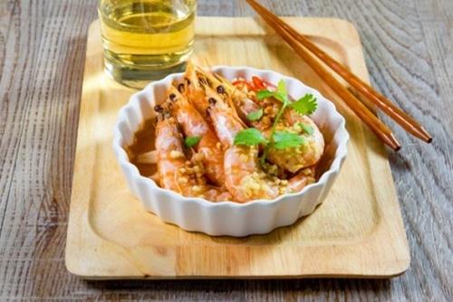 Cách làm tôm hấp tỏi đơn giản mà ngon miệng cho bữa trưa - Ảnh 7