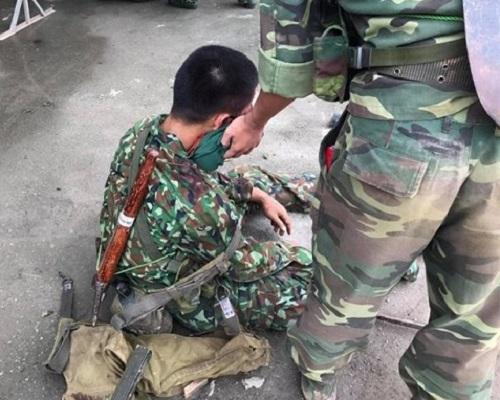 Xe chở bộ đội ra thao trường bị lật, hơn 30 chiến sĩ bị thương - Ảnh 2