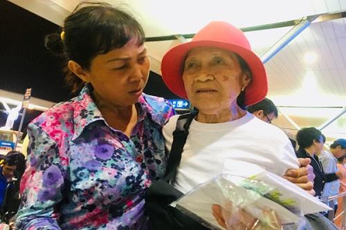 """Nước mắt người mẹ Việt 44 năm đi tìm đứa con gái đã cho """"thất lạc"""" - Ảnh 2"""