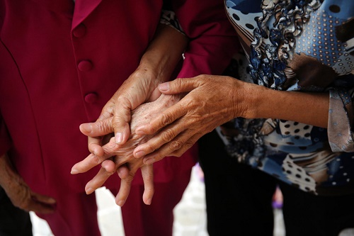"""Nước mắt người mẹ Việt 44 năm đi tìm đứa con gái đã cho """"thất lạc"""" - Ảnh 3"""